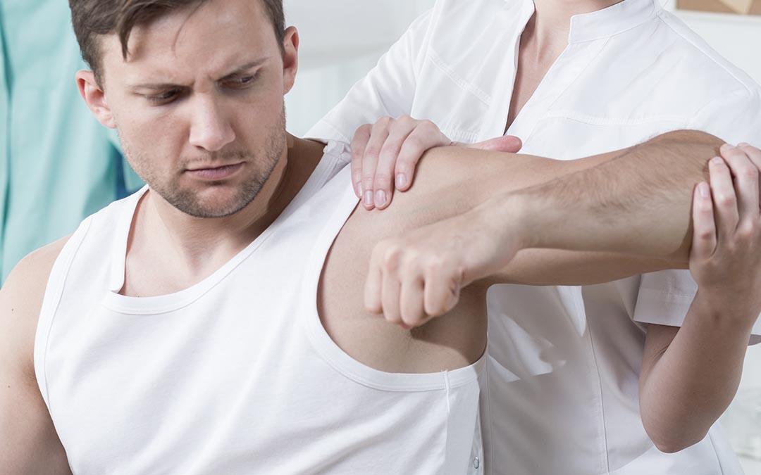 Lesione alla cuffia dei rotatori: come comportarsi